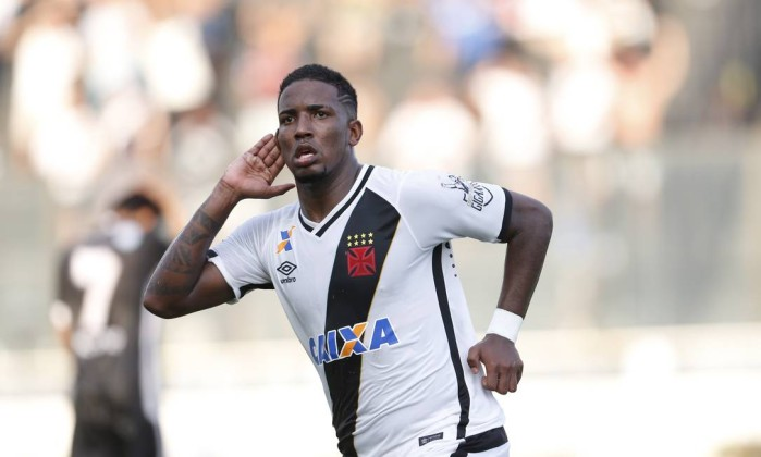 Thalles comemora o gol da vitória do Vasco sobre o Resende, por 2 a 1, de virada Foto: Guito Moreto / Agência O Globo