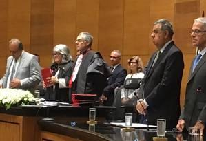 Novo presidente do TJRJ, desembargador Milton Fernandes de Souza, toma posse nesta segunda ao lado do governador Luiz Fernando Pezão Foto: Vera Araújo / O Globo
