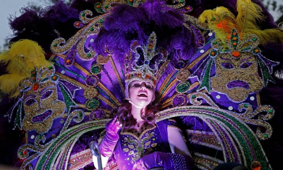 """O carnaval de Nova Orleans, no estado da Louisiana, nos EUA, é um dos mais populares do mundo. Fantasias, festas de rua e shows são marcas das festas que começam já no início de fevereiro e terminam na terça de carnaval, dia 28/2, apelidada por lá de """"terça-feira gorda"""" Foto: Gerald Herbert/AP"""