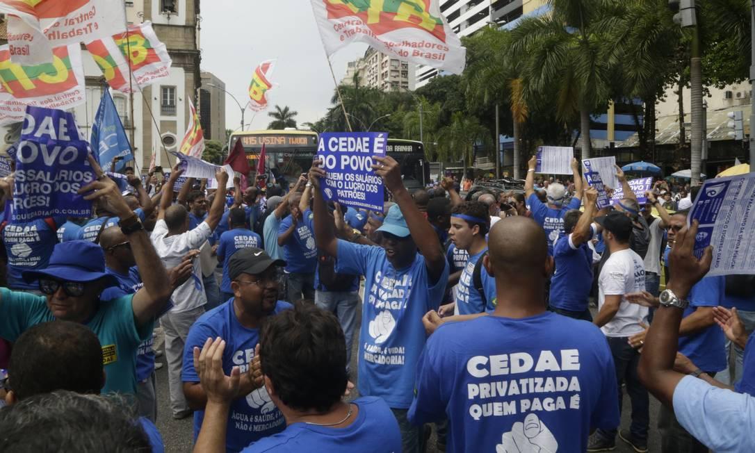 Servidores da Cedae protestam em frente à Alerj contra privatização da empresa Foto: Gabriel Paiva / Gabriel Paiva