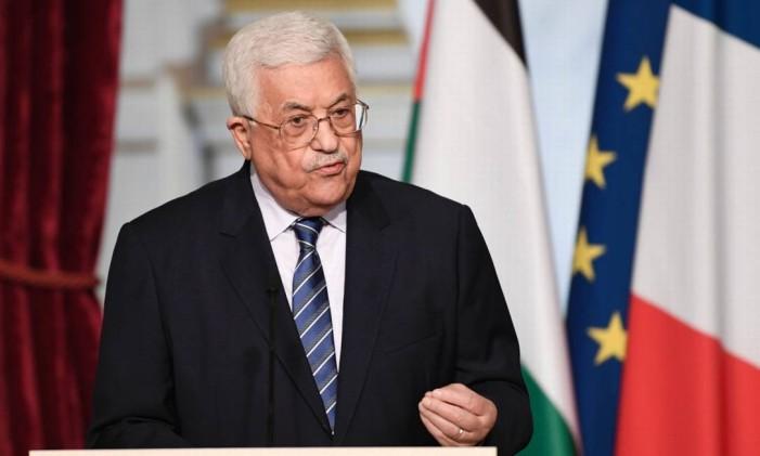 Presidente palestino, Mahmoud Abbas, fala durante entrevista coletiva em Paris Foto: STEPHANE DE SAKUTIN / AFP