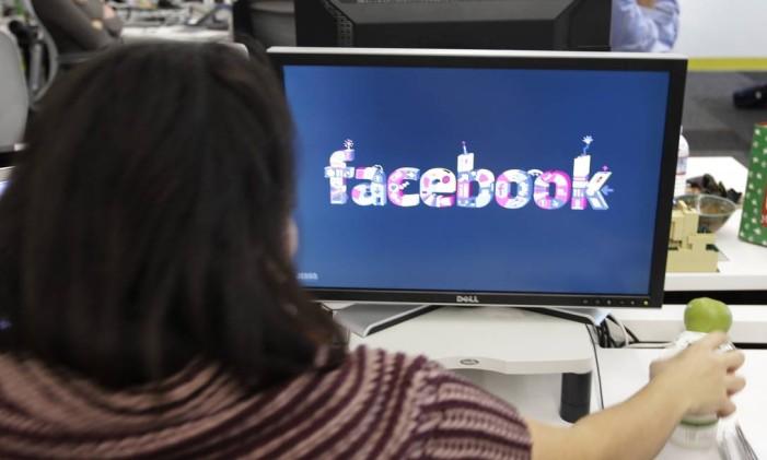 Logotipo do Facebook na sede da empresa em Menlo Park, na Califórnia Foto: Paul Sakuma / AP/Arquivo