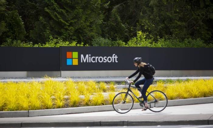 Letreiro da Microsoft no campus principal da empresa em Redmond, Washington Foto: Mike Kane / Bloomberg/17-7-2014