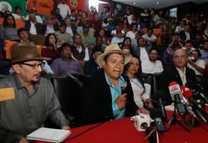 Delegados de diálogos de paz anunciam lançamento oficial de conversas entre Colômbia e ELN, no Equador Foto: JUAN CEVALLOS / AFP