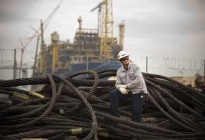 Produção em estaleiro: indústria defende regra segmentada para conteúdo local em leilões de petróleo Foto: O Globo / Márcia Foletto