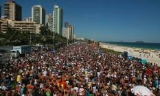 Banda da Barra reúne multidão no carnaval Foto: Hudson Pontes / Agência O Globo