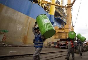 Compensação. Estaleiro: indústria alega que investiu para atender demanda do setor de óleo e gás Foto: O Globo / Márcia Foletto/27-4-2016