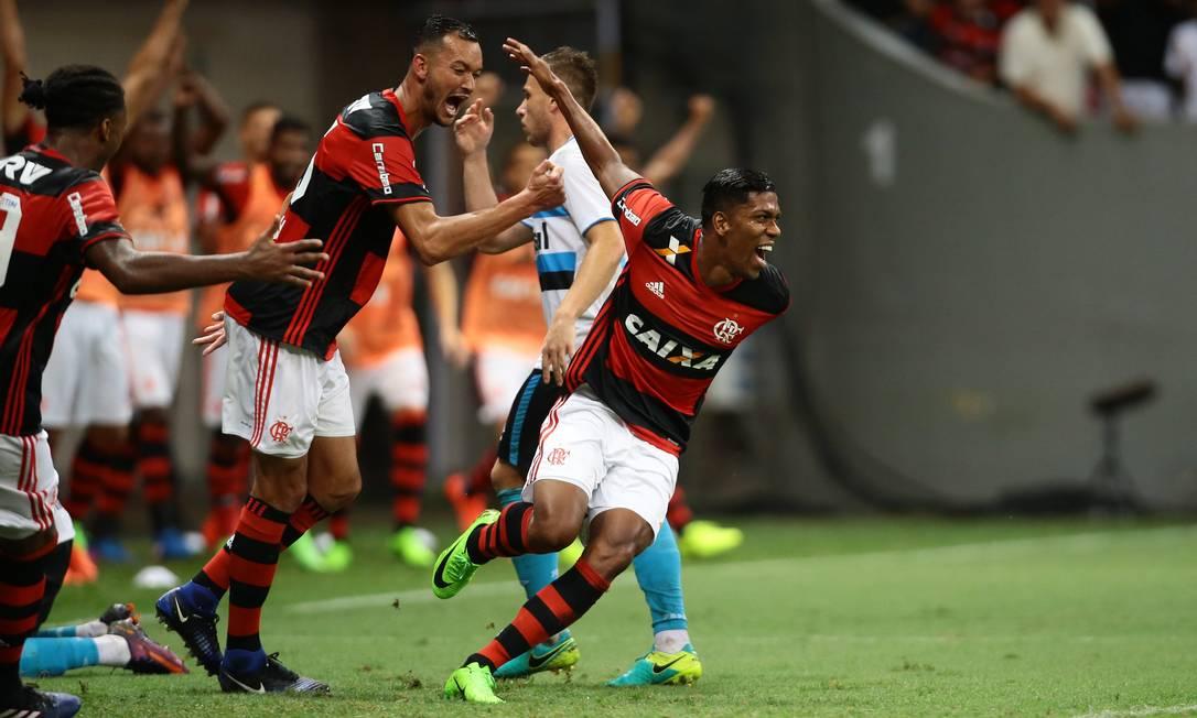 A alegria de Berrío ao marcar o primeiro gol com a camisa do Flamengo Jorge William