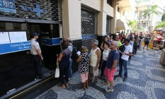 Fila no posto de vacinaçao da Rua Evaristo da Veiga, no Centro do Rio Foto: Márcia Foletto / Agência O Globo