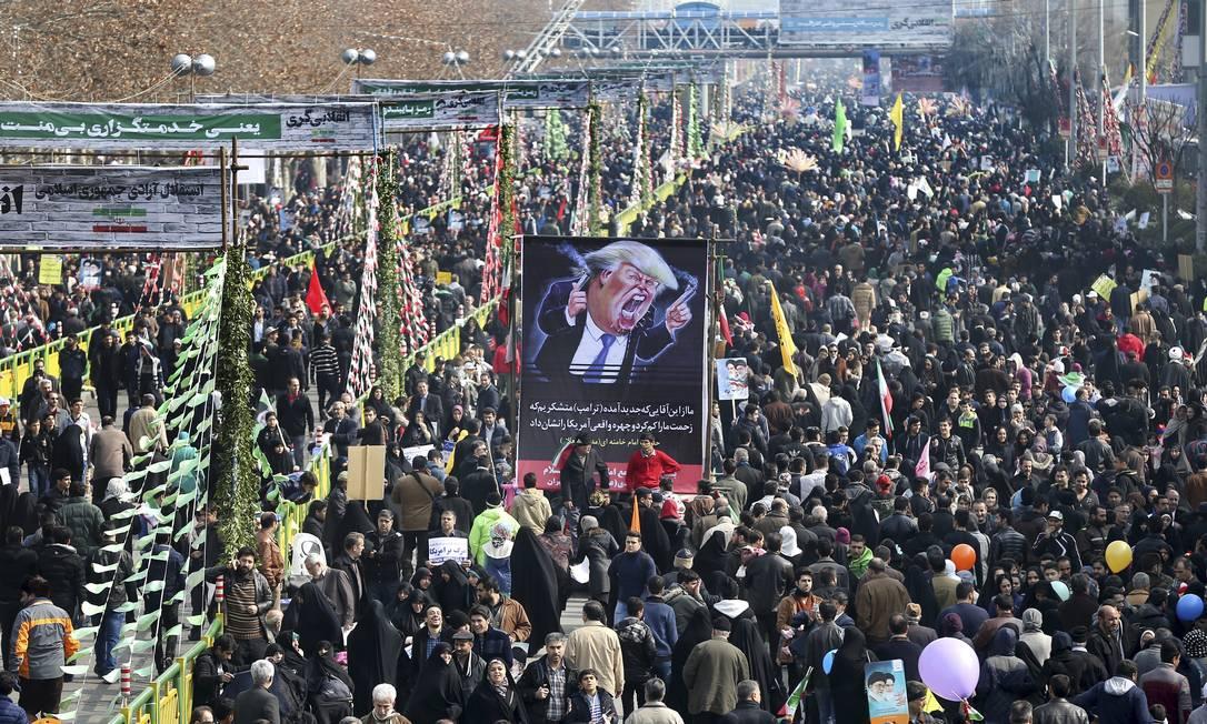 Resultado de imagem para milhões de iranianos comemoram o aniversario da revolução islamica
