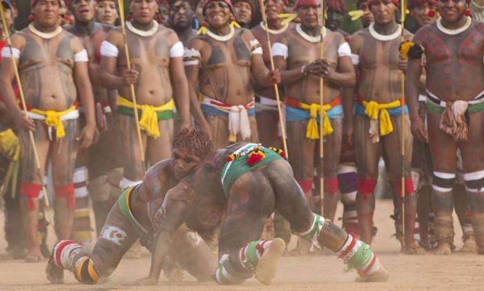 Cerimônia do Kuarup, no Xingu Foto: André Coelho / Agência O Globo/21.8.2012