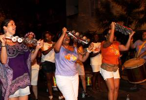 O 12º BPM cancelou as autorizações para eventos pré-carnavalescos nas ruas neste fim de semana por conta dos protestos de parentes de policiais militares Foto: Bia Guedes (30-01-2011) / Agência O Globo