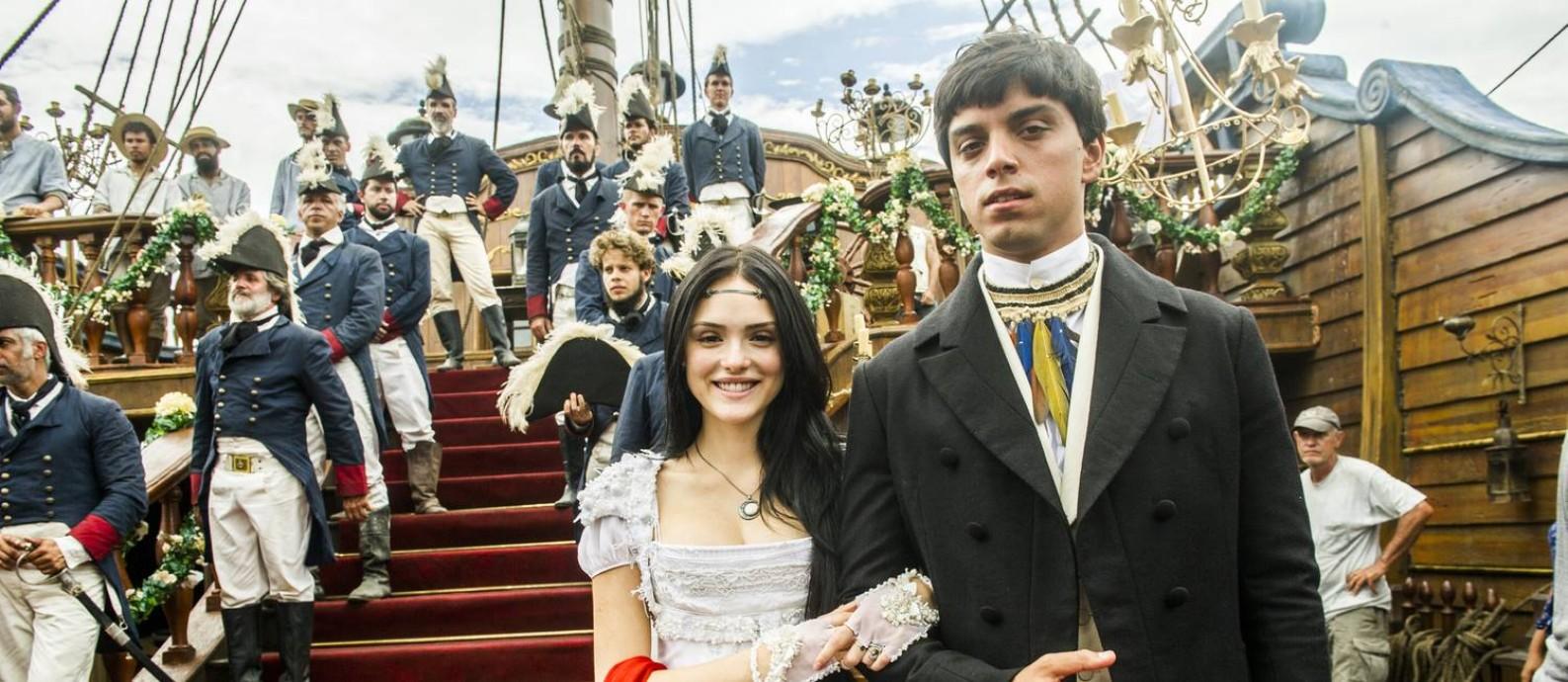 Travessia. Piatã (Rodrigo Simas) e Anna (Isabelle Drummond) são irmãos de criação: