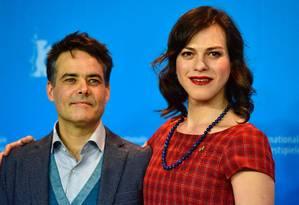 O diretor chileno Sebastián Lelio a a atriz colombiana Daniela Vega, de 'Una mujer fantástica' Foto: JOHN MACDOUGALL / AFP