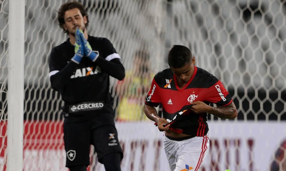 Everton comemora o gol da vitória do Flamengo sobre o Botafogo Foto: Marcelo Theobald