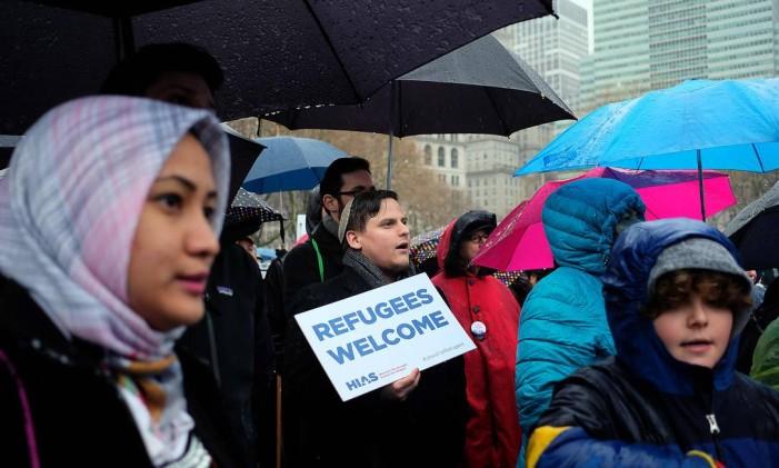 Manifestantes protestam contra as políticas anti-migratórias de Donald Trump em Nova York Foto: JEWEL SAMAD / AFP