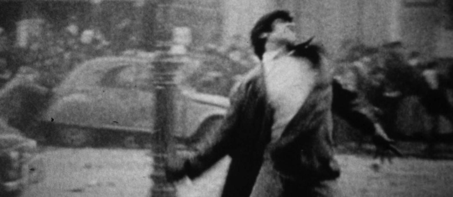 Diretor usou imagens amadoras de revoltas estudantis em Paris e em Praga Foto: Divulgação