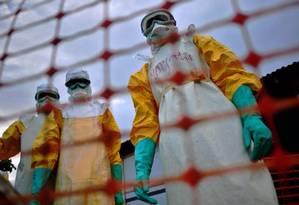 Médicos preparam-se para atender pacientes com ebola em Serra Leoa Foto: CARL DE SOUZA/AFP/14-8-2014