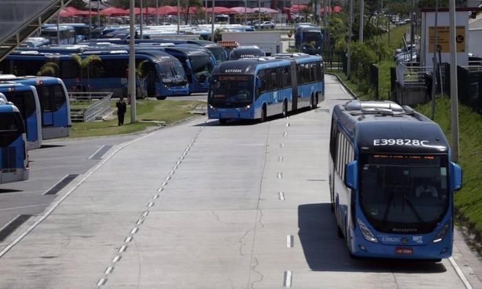 BRTs no Alvorada: mudança no serviço gera queixa Foto: Rafael Moraes / Agência O Globo