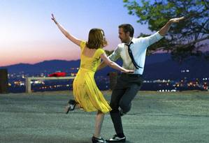 "Emma Stone e Ryan Gosling na cena mais conhecida de ""La la land"", gravada no Griffith Park, em Los Angeles Foto: Dale Robinette / Lionsgate via AP"