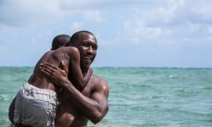 """Os atores Mahershala Ali e Alex R. Hibbert na praia de Virginia Key, cenário de """"Moonlight"""" Foto: Divulgação"""