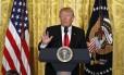 Trump fala com jornalista durante coletiva