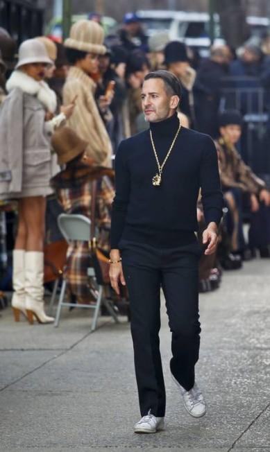 A apareição do estilista Marc Jacobs ao final de seu desfile nova-iorquino Bebeto Matthews / AP