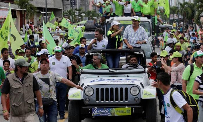 Lenín Moreno lidera primeira volta das eleições no Equador