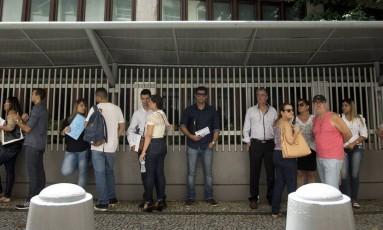 Consulado. Aumento na recusa de visto para os EUA tem crescido desde 2014. Na foto, fila para solicitantes de vistos no consulado americano do Rio de Janeiro Foto: Márcia Foletto / Márcia Foletto