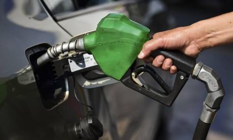 Bico abastecedor em posto de gasolina Foto: Ronaldo Schemidt / AFP