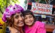 Camila Pitanga e a filha, Antonia, no bloco infantil Sá Pereira, em Botafogo