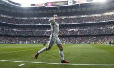 Bale comemora o gol marcado na vitória do Real Madrid sobre o Espanyol: galês ficou três meses fora dos gramados Foto: JAVIER BARBANCHO / REUTERS