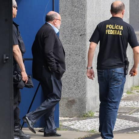 Léo Pinheiro, ex-presidente da OAS, deixa sede da PF em SP Foto: Marcos Alves / Agência O Globo