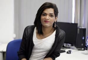 Conquista. A escriturária Leonora Dias, do Banco do Brasil, conseguiu adotar seu nome social no crachá e e-mail: conversa com gestores Foto: Edilson Dantas/Agência O Globo