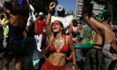 Diversão garantida: Cordão do Boitatá faz a festa no Centro Foto: PILAR OLIVARES / REUTERS