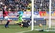 Gabriel, o Gabigol, marcou pela primeira vez no Campeonato Italiano e deu a vitória à Inter de Milão sobre o Bologna Foto: Giorgio Benvenuti / AP