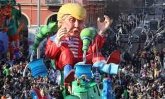 Nem mesmo o novo presidente americano, Donald Trump, ficou de fora da folia francesa... Foto: VALERY HACHE / AFP