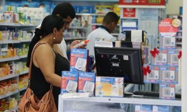Pelo menos nove estados elavaram alíquotas de ICMS sobre remédios no ano passado Foto: Fabiano Rocha / Fabiano Rocha/10-12-2015