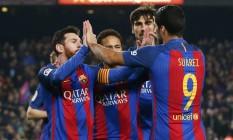 Messi, Neymar e Suárez comemoram gol do Barcelona sobre o Leganés Foto: ALBERT GEA / REUTERS