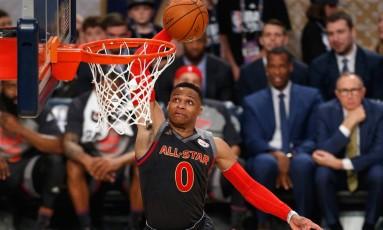 Westbrook sobe para uma enterrada no Jogo das Estrelas da NBA Foto: Jonathan Bachman / AFP