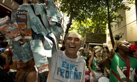Já o Eike Propina leva muuuuuito dinheiro para o Imagino, Agora Amassa Foto: Márcia Foletto / Agência O Globo