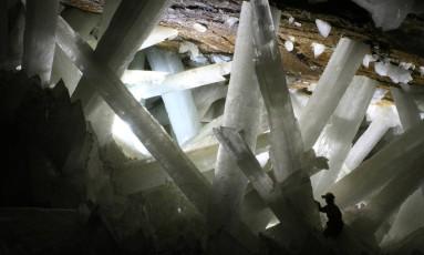 Micro-organismos foram encontrados adormecidos dentro de cristais de caverna no México Foto: WIKIPEDIA