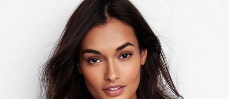 Tem uma nova Gisele na Victoria's Secret. Natural do Espírito Santo, a modelo Gizele Oliveira (com z mesmo) é a nova aposta da grife de lingerie. Aos 23 anos, ela acaba de protagonizar um ensaio para a marca Foto: Divulgação