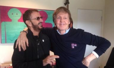 Paul McCartney e Ringo Starr na casa do baterista Foto: Twitter / Reprodução