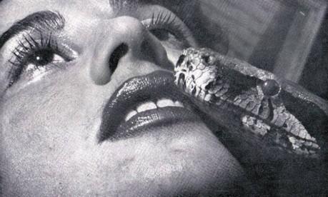Dança e cobras. A vedete Luz Del Fuego: feminista, vegetariana, defensora da causa animal e pioneira do nudismo no país Foto: Divulgação