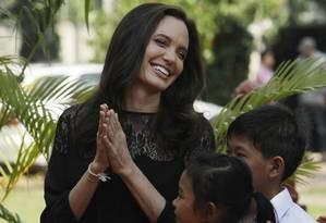 Angelina Jolie antes de conferencia na província de Siem Reap, Camboja. Foto: Heng Sinith / AP