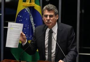 O senador Romero Jucá (PMDB-RR), durante discurso na tribuna do Senado Foto: Ailton de Freitas / Agência O Globo