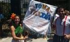 Marina Mesquita vende sacolés no Suvaco do Cristo Foto: Igor Mello