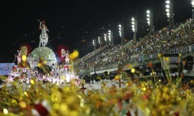 Desfile de escola de samba na Sapucaí. Foto: 07/02/2016 Foto: Márcio Alves / Agência O Globo