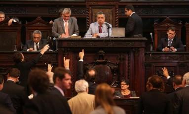 Sessão de votação do projeto de privatização da Cedae na Alerj Foto: Márcio Alves - 20/02/2017 / O Globo